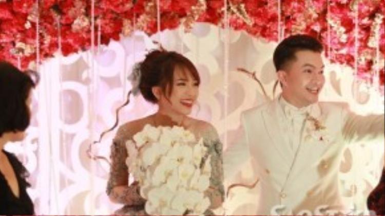Niềm hạnh phúc trong ngày cưới của nam ca sĩ sinh năm 1985.