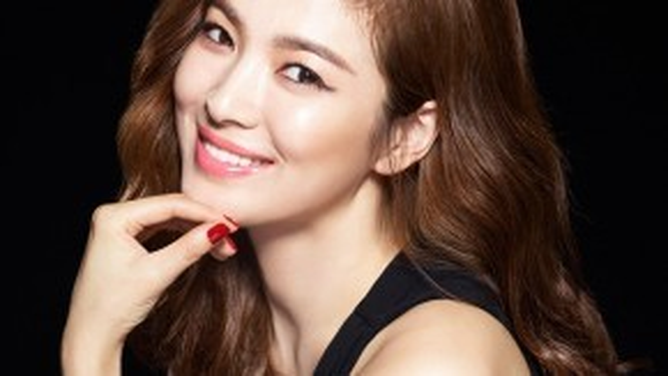 Vẻ đẹp trẻ trung, xóa nhòa ranh giới lão hóa của Song Hye Kyo khiến vô số người hâm mộ ao ước.