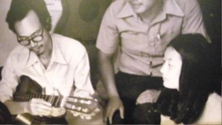 Nhạc sĩ Trịnh Công Sơn và nhạc sĩ Thanh Tùng (1993).