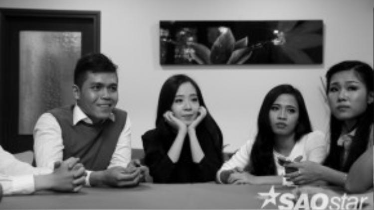 Các thí sinh đều rất chăm chú với những lời căn dặn của HLV Quang Dũng.