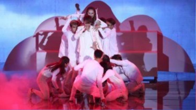 Hình ảnh của Soobin Hoàng Sơn trong liveshow 9 - The Remix.