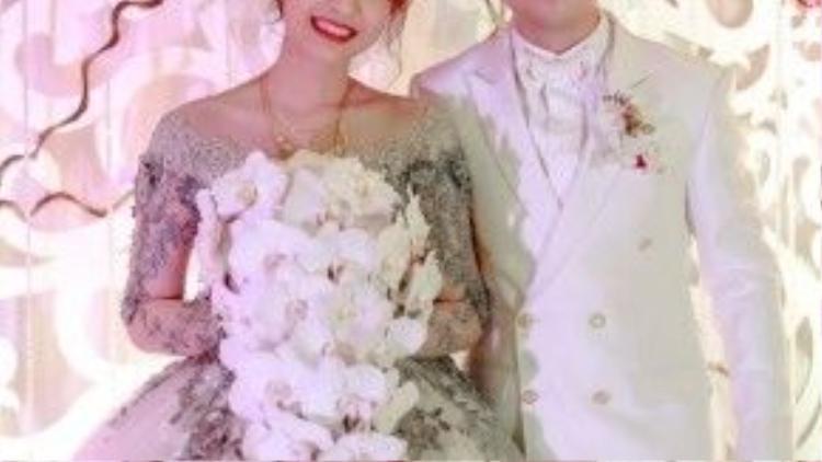Nam Cường và bà xã trong đám cưới.