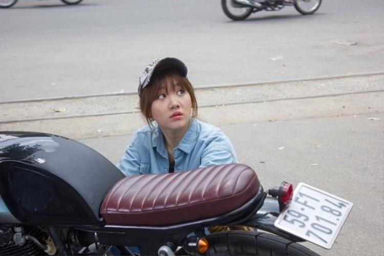 Y tá ma Hari Won đáng sợ trong phim, nhắng nhít ngoài đời