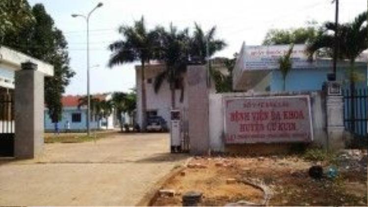 Bệnh viện đa khoa Cư Kuin, nơi bé Vi điều trị gãy chân vì tại nạn nhưng sau đó phải cưa chân vì sự tắc trách của bác sĩ.