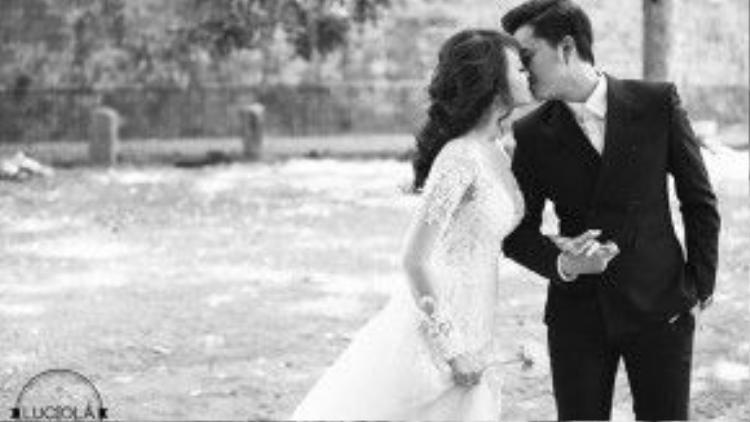 Cặp đôi liên tục trao nhau những nụ hôn ngọt ngào trong bộ ảnh cưới.