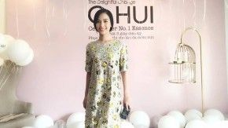 Nữ ca sĩ Ái Phương xuất hiện tại một sự kiện trong trang phục của DKNY và clutch Louboutin. Cô chính là minh chứng rõ ràng nhất cho tuyên ngôn thời trang Simple is the best.