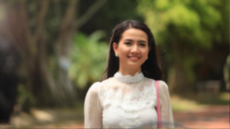 Hoa hậu Phan Thị Mơ mang đến nét đẹp dịu dàng của người con gái xứ Huế, nhẹ nhàng, tinh tế.