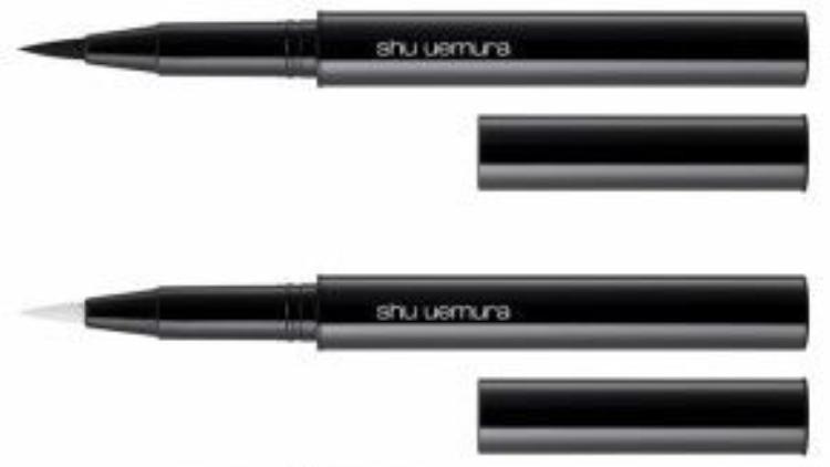 Mâu Thủy có vẻ rất thích sử dũng mỹ phẩm của Shu uemura, bằng chứng là nàng dùng luôn cả bút kẻ mắt nước Calligraph:ink của Shu, được lấy ý tưởng từ nét đẹp của nghệ thuật thư pháp Nhật Bản.
