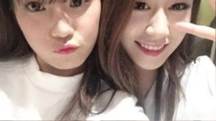 Nàng Yến nhỏ vừa update tấm hình vô cùng đáng yêu bên cạnh cô út đình đám của T-Ara - Park Ji Yeon.
