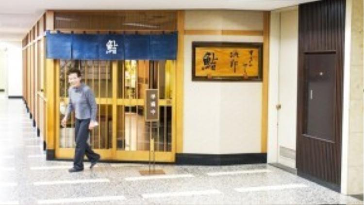 Nhà hàng Sukiyabashi Jiro toạ lạc tại tầng hầm của một toà nhà cao tầng.