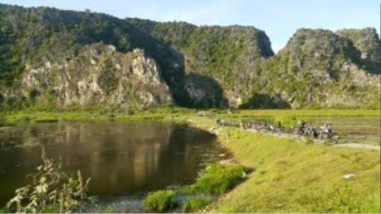 Anh đến vườn quốc gia Cúc Phương (Ninh Bình) cách đây 9 tháng. Trần Lập đứng từ xa để ghi lại hình ảnh đoàn phượt của mình nghỉ chân tại đây.