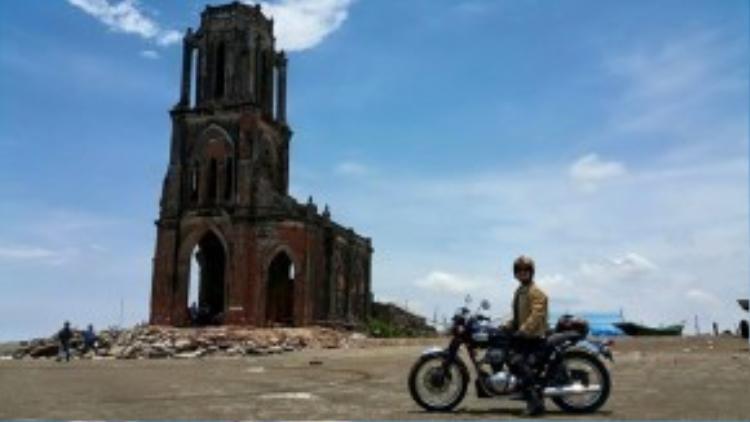 Anh dừng chân bên nhà thờ đổ Hải Hậu trong chuyến đi đến Nam Định. Những người bạn phượt của anh dự định tổ chức đêm lửa trại để tưởng nhớ anh bên bờ biển nhà thờ đổ này (xã Hải Lý, huyện Hải Hậu) và ngày 18/3.