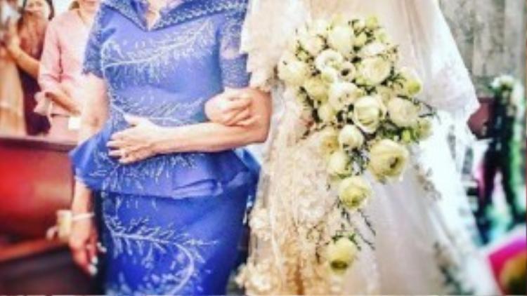 Cô dâu có ngoại hình già hơn Bie.