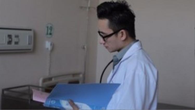 Phan Mạnh Quỳnh trong phim Khi người mình yêu khóc.