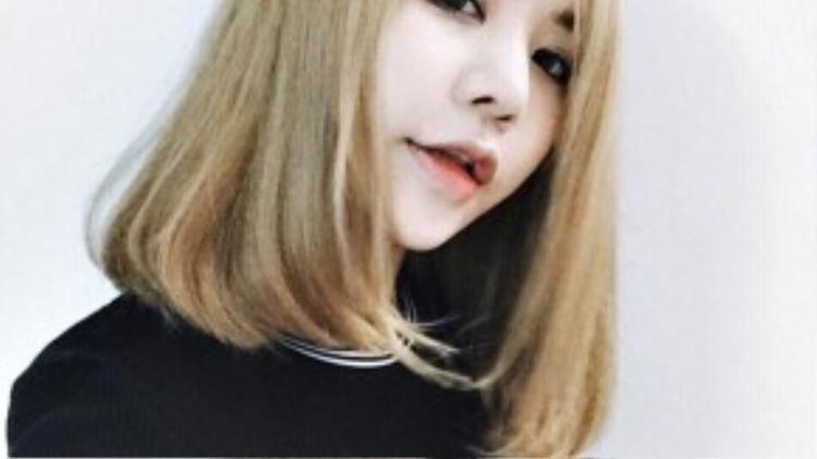Hạt Mít cực cá tính với kiểu tóc ngang vai mang hơi hướng ulzzang Hàn Quốc.