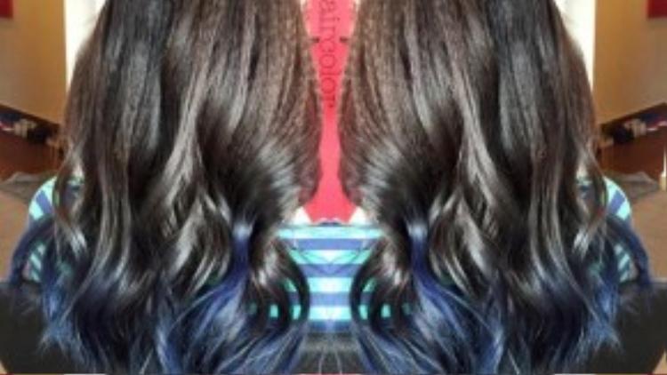 Bí ẩn với những lọn tóc dark-blue.