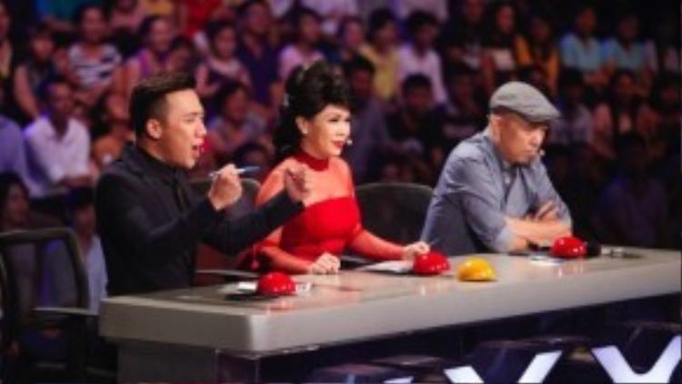 Trấn Thành, Việt Hương và Huy Tuấn tiếp tục góp mặt ở vị trí giám khảo trong đêm bán kết.