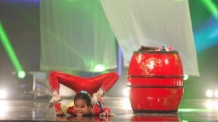 Một cô bé 9 tuổi bản lĩnh khi đứng trên sân khấu một mình và trình diễn tự tin, Hà My đã cho thấy mình xứng đáng có mặt ở vòng Bán kết.