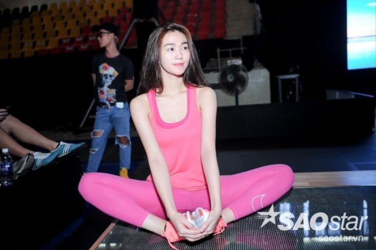 Fan xót xa vì hình ảnh đôi chân bầm tím của Khánh My