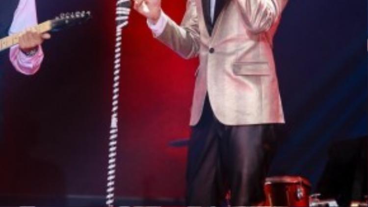 """Ngoài giọng hát hay, phong cách biểu diễn chuyên nghiệp, diễn xuất đỉnh, Noo còn trở thành """"tượng đài"""" thời trang trong lòng người hâm mộ qua các đêm thi."""