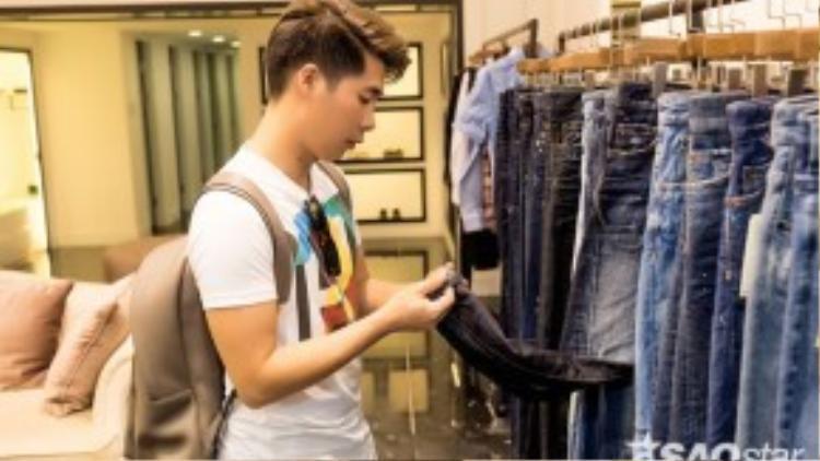 Người đứng sau luôn thầm lặng trợ giúp Noo chính là stylist Travis Nguyễn.