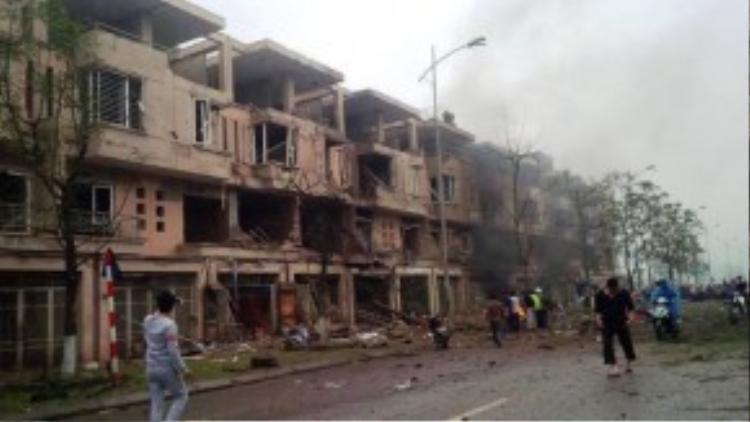 Nguyên nhân vụ nổ được xác định do chủ ngôi nhà và người làm cưa một vật liệu nổ gây nên vụ việc.