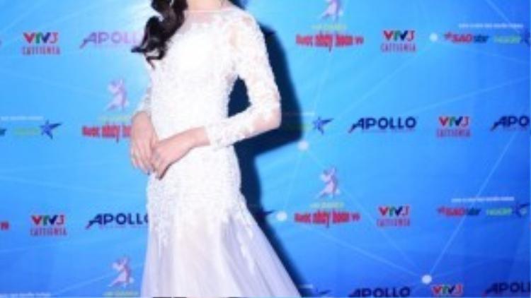 Lâm Chi Khanh xinh đẹp trong hậu trường.