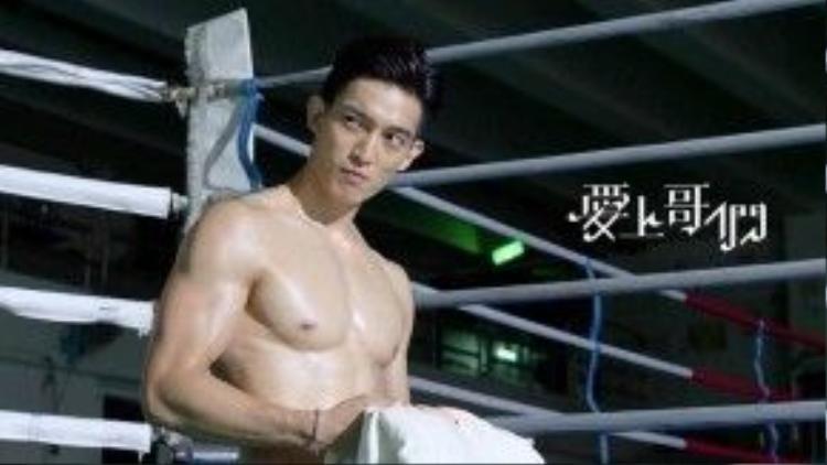 Thân hình sáu múi bỏng mắt của vai phản diện Vương Gia Lương