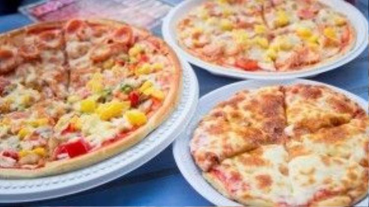 Liệu bạn có chối từ được sức cuốn hút của những chiếc bánh pizza vàng óng vừa được nướng, còn nóng hôi hổi này?