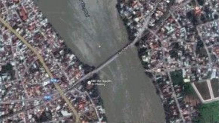 Vị trí cầu Ghềnh ở TP Biên Hòa vừa bị tông sập trưa nay.