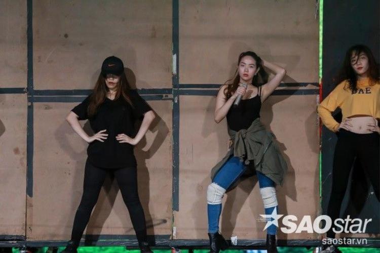 Minh Hằng lăn lộn sexy trên sân khấu, miệt mài tập luyện sau hậu trường