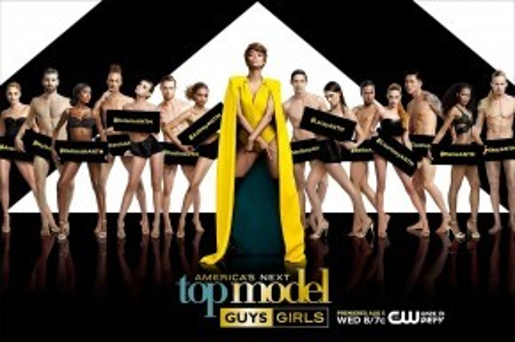 Tyra Banks và dàn thí sinh mùa 22 vừa khép lại.
