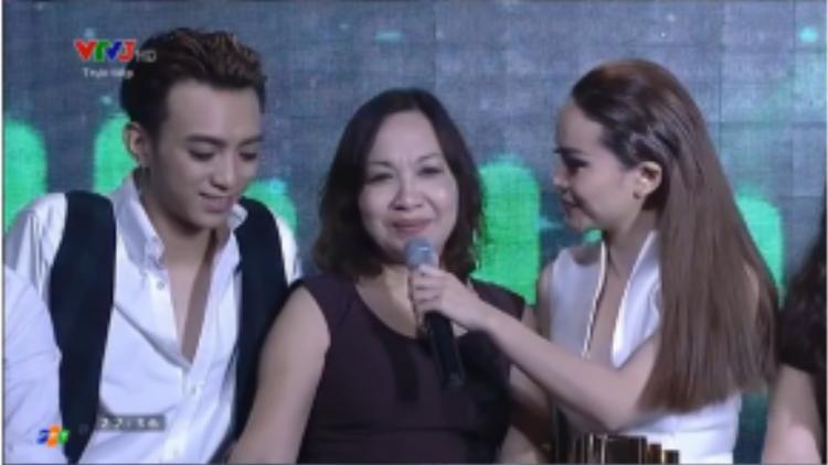 Soobin Hoàng Sơn và mẹ.