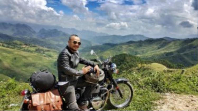 Ngoài chơi xe môtô độ, anh cũng là một trong số những thành viên năng nổ của CLB môtô Triumph Hà Nội.