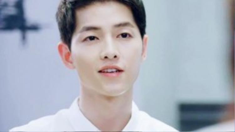 Đã đẹp trai lại còn mặc áo sơ mi trắng, Yoo Shi Jin quả rất biết cách hớp hồn bạn khác phái.