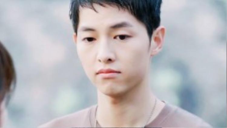 Vẻ mặt lúc hờn dỗi nhìn-phát-yêu-ngay của chàng thành niên họ Yoo.