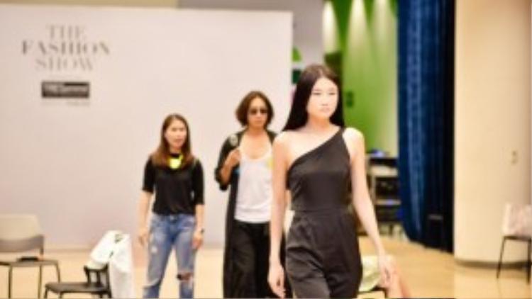 Hầu hết những gương mặt quen thuộc của làng catwalk đã xuất hiện trong buổi tổng duyệt chương trình The Fashion Show powered by TRÉsemme, hứa hẹn biến sự kiện này thành bữa tiệc thời trang đình đám nhất trong năm.