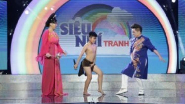 Bé Minh Khang thể hiện những điệu nhảy Micheal Jackson.