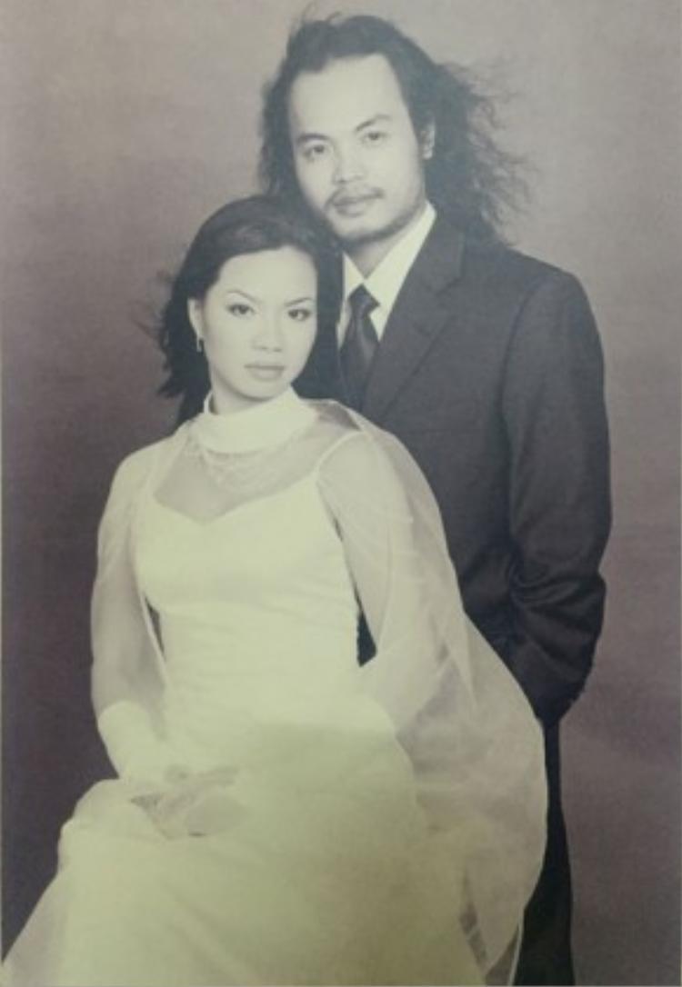 Ảnh cưới của vợ chồng nhạc sĩ.