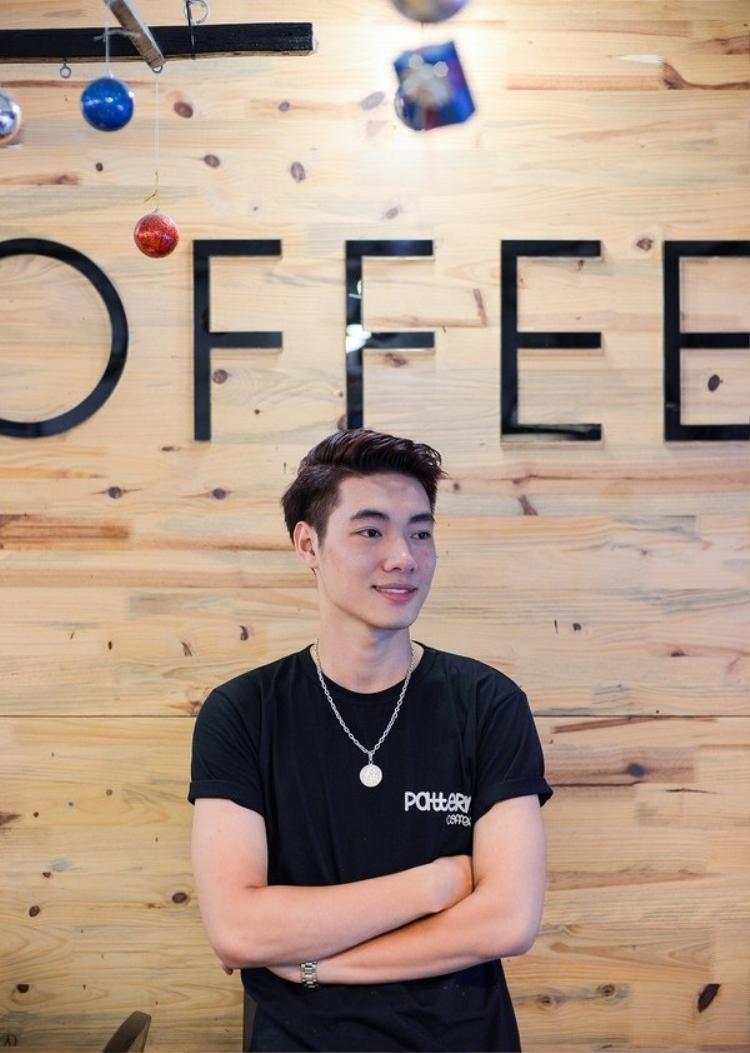 Loạt quán cafe Hà Nội hút khách không chỉ vì món ngon mà còn vì trai đẹp