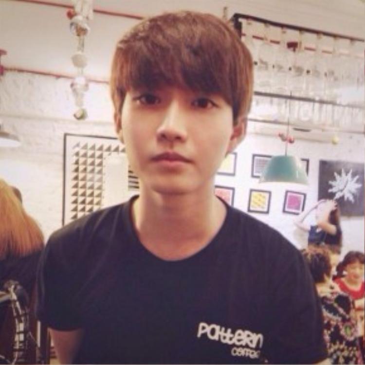 Nhìn chàng trai này lại có nét giống Lee Jong Huyn củaCNBlue.