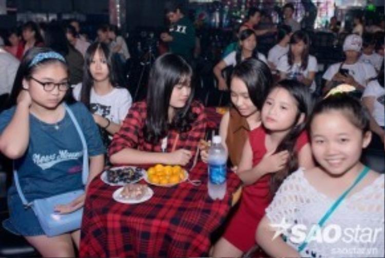 Rất đông các bạn nhỏ đã có mặt trong tiệc sinh nhật của Nhã Thy.