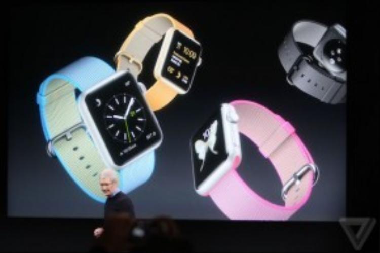 Apple Watch sẽ có thêm tùy chọn dây đeo làm bằng vải dù (sợi nylon) với cấu trúc bốn lớp nhằm đảm bảo độ bền. Ngoài ra, các loại dây da, dây cao su thể thao trước đây cũng có thêm màu sắc mới. Dây Milanese loop có thêm màu đen.
