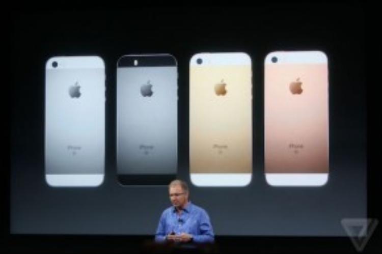 Greg Joswiak là người phụ tráchgiới thiệu về iPhone SE.