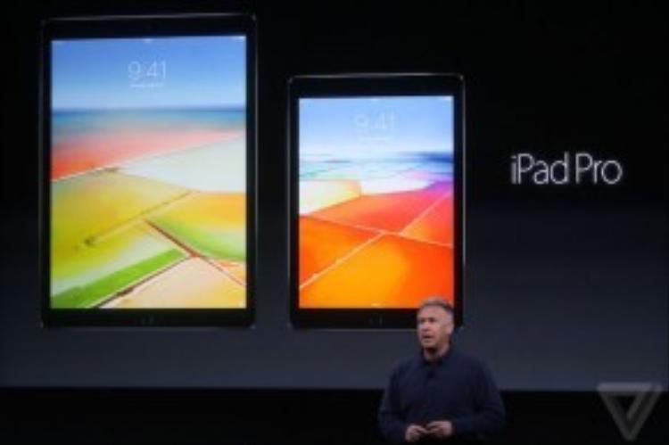 Tablet mới của Apple sử dụng chip Apple A9X vàcông nghệ màn hình Oxide TFT (sáng hơn 25% so với iPad Air 2, ít bị loá sáng khi sử dụng ngoài trời).