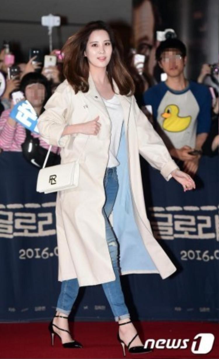 Em út Seo Hyun của SNSD đến một mình.