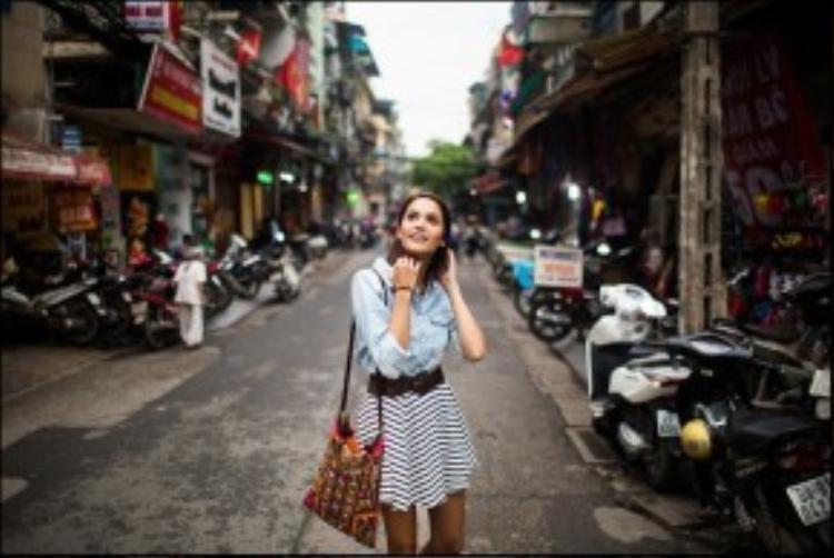 8. Hà Nội, Việt Nam: Giảm 4 bậc so với năm 2015 nhưng vẫn có mặt trong top 10, Hà Nội được các du khách yêu thích bởi khu phố cổ nhộn nhịp, lịch sử lâu đời, nền văn hóa độc đáo và ẩm thực tuyệt vời. Đây được coi là điểm đến có sự pha trộn hoàn hảo giữa cổ điển và hiện đại. Ảnh: Amandamillsla.