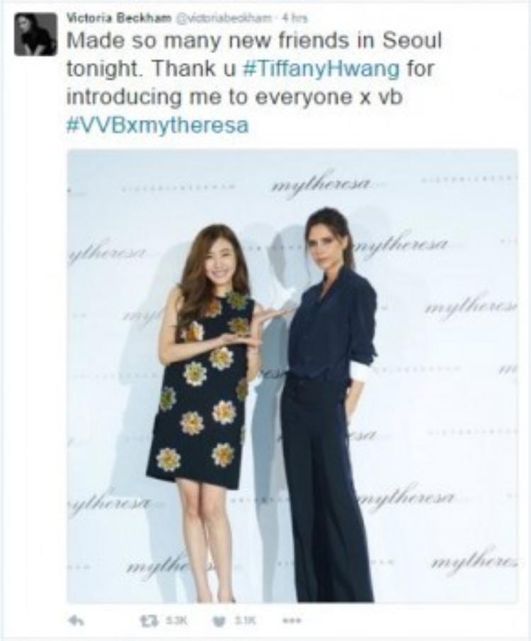 """""""Kết bạn được với rất nhiều người ở Seoul tối nay. Cám ơn Tiffany Hwang vì đã giới thiệu chị đến mọi người"""" - Victoria viết trên trang cá nhân sau sự kiện."""