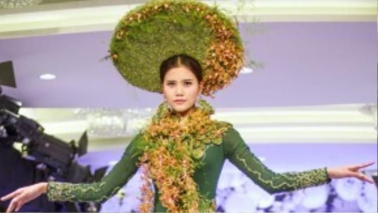 Một trong những trang phục mà Hương Ly biểu diễn đã xuất sắc dành giải thưởng cao nhất trong cuộc thi.