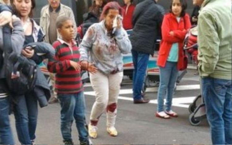 Hành khách bị thương tại sân bay ở thủ đô Brussels. Ảnh: Telegraph.